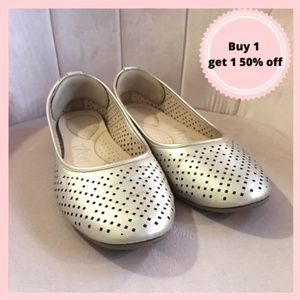 Gold Flat shoes with foam insole